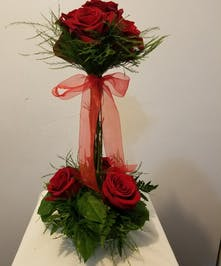 Elegant Rose Bouquet with Topiary