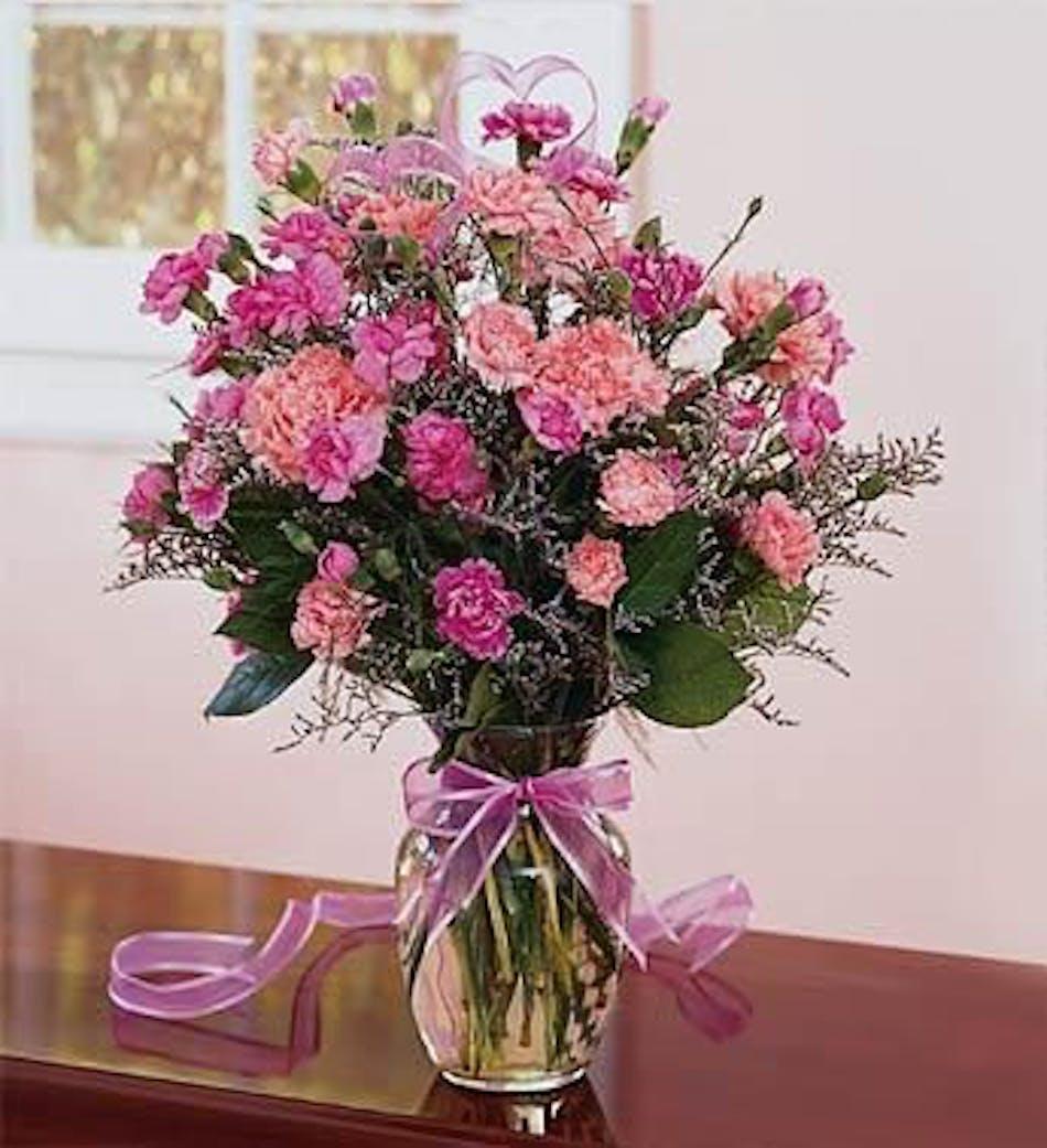 Pretty pink carnations in clear vase arrangemet in minneapolis mn carnation floral arrangement reviewsmspy